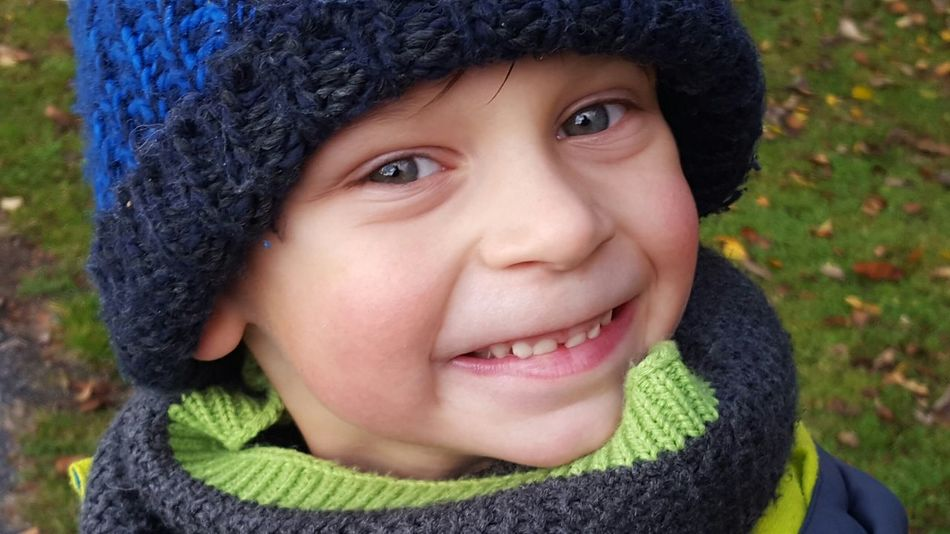 Child Children Only Portrait Smiling Cute Human Face Headshot Facial Expression Happiness Outdoors Children's Portraits Children Children Photography Kind Cold Cold Temperature Kalt Kälte Boy Junge Sohn  Son Lächeln Grinsen Looking At Camera