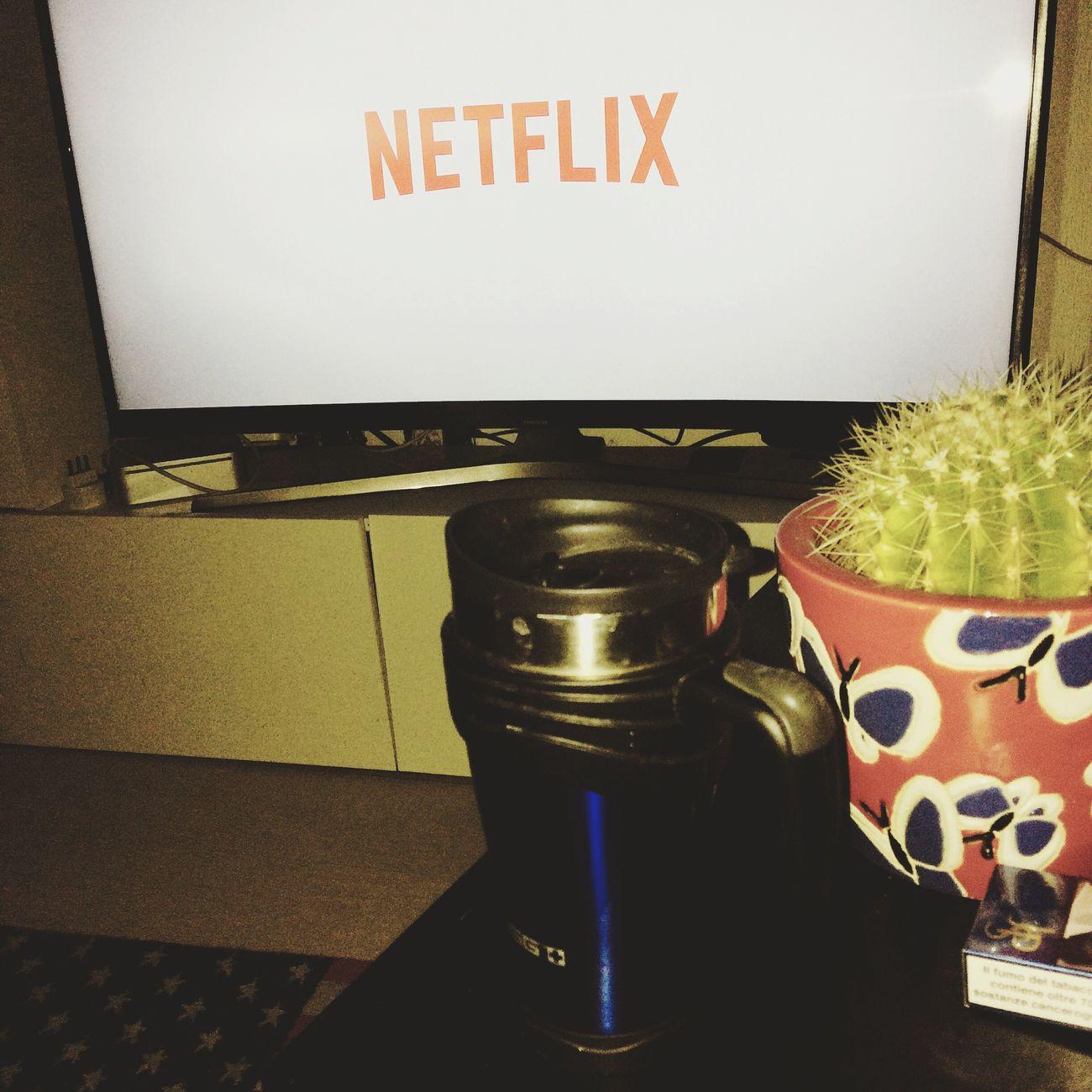 Netfix e caffè americano. Netflix CaffèAmericano caffe Photography Serietv Momentoserio Photooftheday Photographer