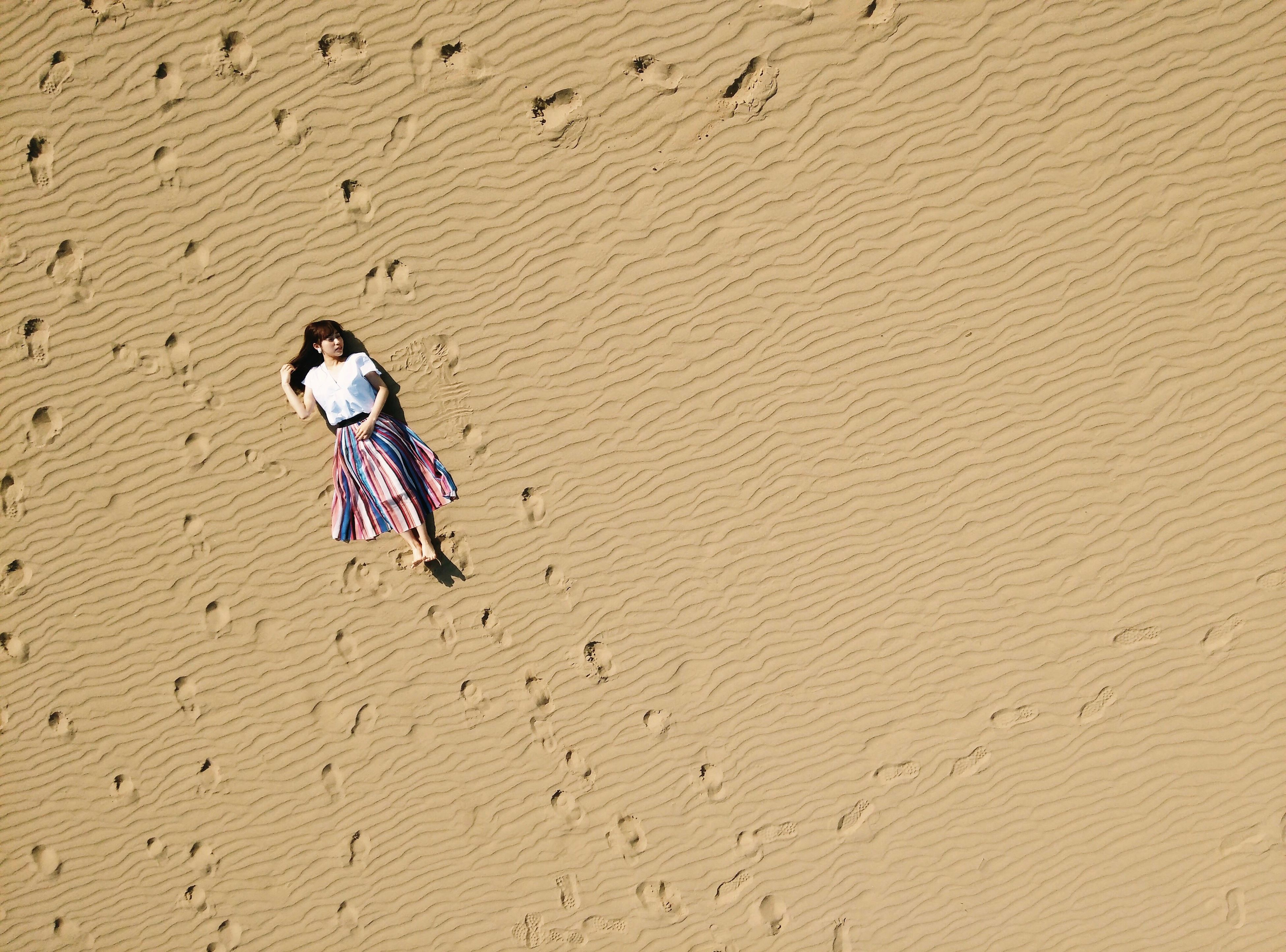 sand, beach, one person, only women, one woman only, outdoors, sand dune, desert, arid climate, adults only, summer, nature, adult, vacations, day, full length, people, women, young adult, one young woman only, young women
