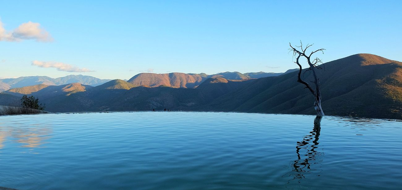 Hierve el agua, Oaxaca Blue Water Mountain Reflection Mexico Fujixseries FUJIFILM X-T1 Holidays Mirrorlessrevolution Mirrorless Fuji X-T1 Fujifilm Oaxaca Mexico_maravilloso Mexico_great_shots Traveling Photography Hierve El Agua Summer Time  Summer Memories 🌄